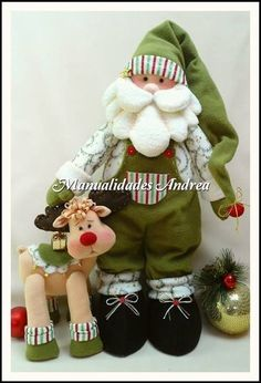 patrones para hacer un papa noel y rodolfo el reno en fieltro French Christmas, Art Textile, Santa And Reindeer, Pink Design, Father Christmas, Xmas Decorations, Hobbit, Christmas Ornaments, Artisan