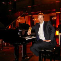 Jon The Pianist is available to hire for your corporate function in the UK & London.