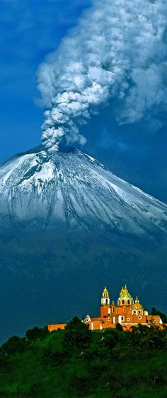 Cholula and Popocatepetl, Puebla, Mexico NEXT PLACE I WANT TO SEE ! Obsessed ✈️