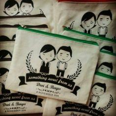 Wedding souvenir souvenir pernikahan pouch dari kain blacu, harga sudah termasuk design, ukuran bisa request, contact order : line teteno_btarigendhis wasaap 081390989077