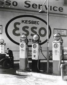 Gasoline Station, Manhattan, 1935, photo by Berenice Abbott.