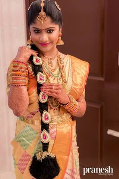 Nethi Chuttis for south Indian Bridal Hairstyles Gorgeous south Indian Wedding Bridal Hairstyles 6 South Indian Bridal Jewellery, Indian Bridal Sarees, Bridal Silk Saree, Indian Bridal Makeup, Silk Sarees, South Indian Wedding Hairstyles, South Indian Weddings, Indian Wedding Photography, Beautiful Bride