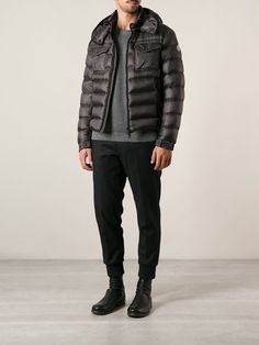 #moncler #monclerjackets #monclerpaddedjacket #grey #padded jacket #mensjacket #menswear #mensfashion www.jofre.eu