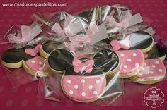 Galletas Minnie Mouse Galletas de vainilla decoradas con fondant http://www.misdulcespastelitos.com/2014/05/galletas-minnie-mouse.html © 2014 Fotografía Jan Aymerich