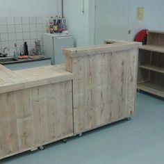 3 losse modules op wielen als balie voor winkelinrichting #steigerhout #maatwerk #winkelinrichting #toonbank #receptiebalie #steigerhoutenmeubelen