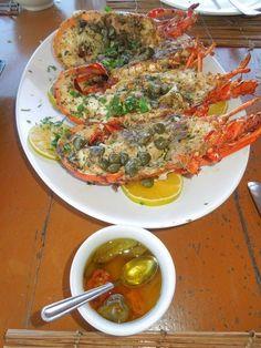 Lagosta do restaurante Gaivota em Santo André bahia. #culinaria #praia #prazeresdamesa #comer #peixes #restaurantes