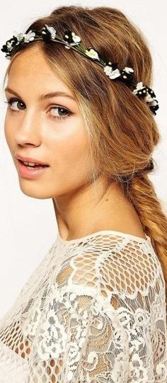 hippie hair accessories http://www.boomerinas.com/2012/12/13/hippie-hair-accessories-for-weddings-headbands-flowers-feathers-more/
