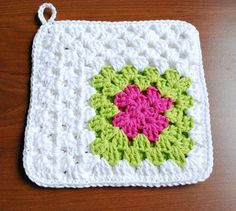 #Crochet #granny #potholder - double up for heat resistance on your table (or hand) LOVE LOVE LOVE the off to the side color work.