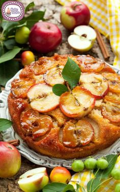 Adulti e bambini adorano le torte fatte in casa, ciambelle, muffin e simili sono più sani se pieni di buonissima frutta come la nostra Torta rovesciata alle mele.