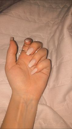 Unha branca, simples e linda Beautiful Flowers, Nails, White Nail Beds, Simple, Finger Nails, Ongles, Nail, Nail Manicure