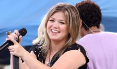 """Kelly Clarkson Covers """"Stay With Me"""""""