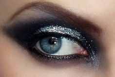 Another smokey eye. Follow the link to find out top 3 picks for smokey eye pallets.