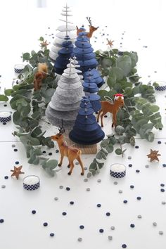 Christmas: an enchanted forest for a magic centerpiece! - DIY Christmas: an enchanted forest for a magic centerpiece! -DIY Christmas: an enchanted forest for a magic centerpiece! - DIY Christmas: an enchanted forest for a magic centerpiece! Modern Christmas Decor, Felt Christmas Decorations, Christmas Mood, Elegant Christmas, Noel Christmas, Diy Christmas Ornaments, Holiday Crafts, Christmas Kitchen, Magical Christmas