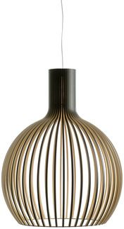 With a shape reminiscent of the gilded onion domes of decades past, the Octo 4240 pendant lamp emanates a lantern-like glow. Designed by architect Seppo Koho, w