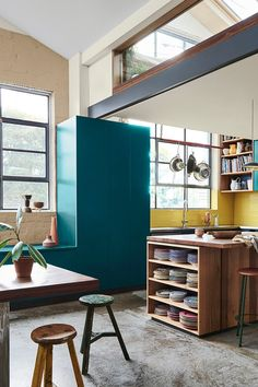 Dulux colour expert Andrea Lucena-Orr forecasts the top four colour trends for 2019 for interior paint and decorating, who they're suited to and what room to use them in. Gold Interior, Interior Paint, Kitchen Color Trends, Colour Trends, Honey Oak Cabinets, Interior Design Courses Online, Dark Interiors, Classic Furniture, Guest Bedrooms