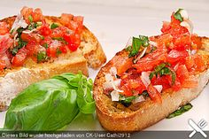 Bruschetta mit Tomaten und Knoblauch, ein beliebtes Rezept aus der Kategorie Kal… Bruschetta with tomatoes and garlic, a popular recipe from the cold category. Ratings: Average: Ø Food To Go, Love Food, Food And Drink, Party Finger Foods, Party Snacks, Mozarella, Vegan Party Food, Brunch Buffet, Easy Diets
