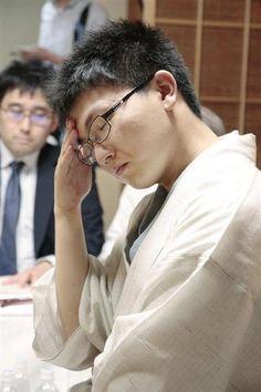将棋の棋聖戦第5局で羽生善治棋聖に敗れた永瀬拓矢六段=1日、新潟市