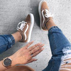 Vans Old Skool Beige // super schöne Sneaker für Frauen! Passend zu jedem Herbst-Outfit. Foto: https://www.instagram.com/juniebkay/