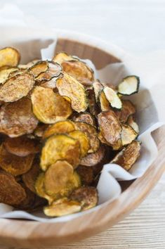 Curried Baked Keto Zucchini Chips Curried Baked Zucchini Chips Recipe {Paleo Gluten Free Clean Eating Dairy Free Vegan 5 simple ingredients and an oven on low heat is all you need! Source by inspiringcooks Dairy Free Recipes, Whole Food Recipes, Vegetarian Recipes, Healthy Recipes, Gluten Free, Keto Recipes, Paleo Side Dishes, Food Dishes, Dishes Recipes