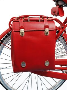 A glamorous 'Milano Fashion' bicycle accessory for Amelia
