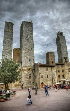 San Gimignano, Siena, Tuscany for your vacation rental in Italy Italy Vacation, Italy Travel, Siena, Italy Pictures, Italy Images, Things To Do In Italy, Best Of Italy, Living In Italy, Italy Holidays