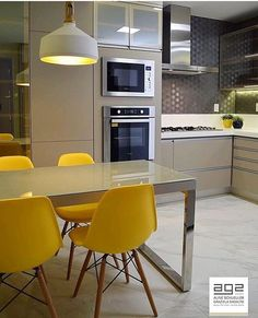 Photos and Videos Kitchen Dining, Kitchen Decor, Dinner Room, Apartment Kitchen, Kitchen Storage, Cool Kitchens, Home And Living, Sweet Home, Interior Decorating
