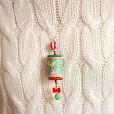 Make these fun little holiday necklaces from vintage wooden spools. These would make cute ornaments too!