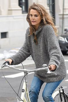 Why Weekend Waves and Cozy Knits Were Made for Each Other: Kate Hudson, Sarah…