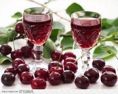 Nalewka z wiśni - wiśniówka • 2 kg wiśni • 1 l spirytu… na Stylowi.pl