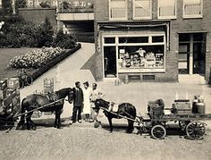Geheugen van Oost - De melkzaak van Oostdam - Archimedesweg 01 - ± 1950. Melkboer H.C. Oostdam had in de jaren 50 een melkzaak op de Archimedesweg 1 in Amsterdam-Watergraafsmeer. Zijn dochter vertelt hoe het in die tijd toeging in zo'n winkel en gezin.