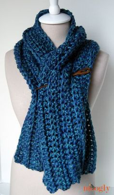 Big Rib Scarf :: free #crochet pattern, easy enough for beginners, on Mooglyblog.com! This pattern comes with a variety of styling ideas, and it super fast to make with the yarn held doubled!