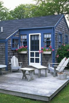 sweet for a lake cottage Small Cottages, Cabins And Cottages, Beach Cottages, Cottage Living, Coastal Cottage, Cottage Homes, Wood Cottage, Cute Cottage, Cottage Style