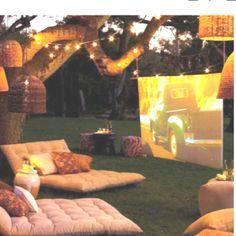 Open Air Kino in the garden Outdoor Cinema, Outdoor Theatre, Outdoor Lounge, Outdoor Fun, Outdoor Ideas, Outdoor Seating, Outdoor Rooms, Backyard Seating, Party Outdoor