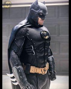 Batman Armor, Batman Suit, Batman Vs Superman, Batman Arkham, Batman Robin, Heros Comics, Dc Comics Art, Batman Collectibles, Batman Poster