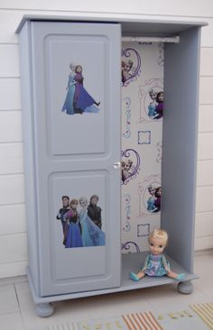 DIY Elsa and Anna, Frozen upcykled closet for the girlsroom or nursery - Fra syrelutet til Frostskap