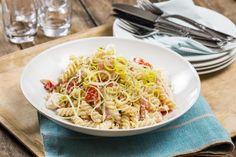 Pastasalat med kyllingfilet og crème fraîche Salad Recipes, Spaghetti, Dinner Recipes, Fusilli, Ethnic Recipes, Food, Red Peppers, Essen, Meals