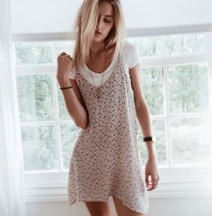 Stylish Ways to Wear your Boring (yet Timeless) White Shirt - Adultish Shirt - Trending Adultish Shirt for sales. - layered dress good for prints and denim 90s Fashion, Womens Fashion, School Looks, Look Chic, Looks Style, Mode Inspiration, Fashion Inspiration, Mode Style, Pulls