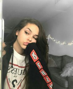 10 Night Out Makeup Ideas That Men Find Irresistible Maggie Lindemann, Beauty Makeup, Hair Makeup, Hair Beauty, Foto Casual, Insta Photo Ideas, Grunge Style, Aesthetic Girl, Tumblr Girls