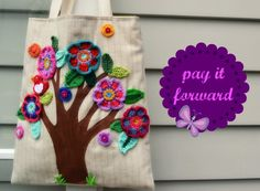 Pay it forward diy book bags Hand Embroidery Patterns, Crochet Patterns, Crochet Handbags, Crochet Accessories, Crochet Flowers, Bag Making, Free Pattern, Knit Crochet, Sewing Projects