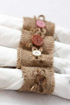 40 Decorative And Brilliant Button Art And Craft Ideas Burlap Crafts, Diy And Crafts, Arts And Crafts, Sewing Crafts, Sewing Projects, Deco Champetre, Burlap Projects, Button Art, Twine