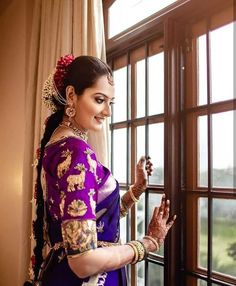 We just can't take our eyes off our gorgeous bride 💕 ———————————————————————- Couple Asian Bride, South Indian Bride, Indian Bridal, Bridal Jewellery Inspiration, Mehndi Ceremony, Desi Bride, Bride Book, Bride Makeup, Bridal Outfits