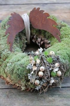 Best Garden Decorations Tips and Tricks You Need to Know - Modern Class Door Decorations, Office Christmas Decorations, Diy Christmas Lights, Christmas Classroom Door, Christmas Front Doors, Above Door Decor, Christmas Door Decorating Contest, Rustic Winter Decor, Vintage Enamelware