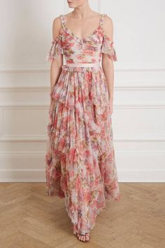 Wedding guest dress codes explained and summer wedding guest dresses ideas. Shop 37 wedding guest dresses perfect for a summer wedding Long Floral Maxi Dress, Chiffon Dress, Tulle Gown, Cocktail Bridesmaid Dresses, Homecoming Dresses, Gala Dresses, Summer Dresses, Formal Dresses, Emerald Green Cocktail Dress