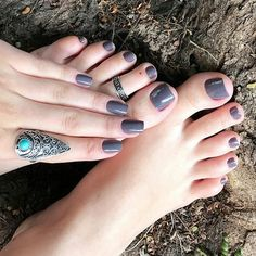 love her gray fingers & toes!