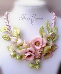 Beautiful flower jewelry by Alina Bondarenko Polymer Clay Projects, Polymer Clay Art, Polymer Clay Jewelry, Clay Beads, Clay Earrings, Jewelry Crafts, Jewelry Art, Flower Jewelry, Cold Porcelain Flowers