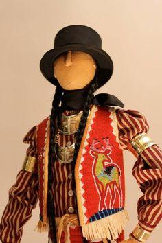 Mixed media beadwork figurine by Jamie Okuma Native American Dolls, Native American Artwork, Native American Regalia, Native American Design, Native American Artifacts, Native American Beadwork, American Indian Crafts, Indian Dolls, Nativity Crafts