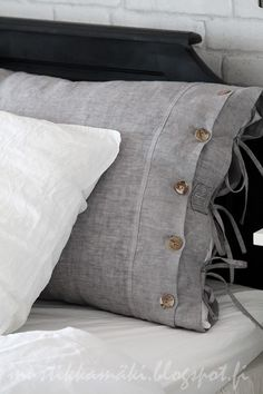 Ambiance✔ Chambres d'hôtes - not that colour but love the button finish