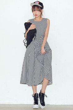 Today's Hot Pick :黑色格纹大摆连衣裙 http://fashionstylep.com/SFSELFAA0026327/stylenandacn/out 英伦风时尚连衣裙, 高腰设计更加凸显女性温文尔雅的特性 这款裙子是超赞的哦 无论是做工还是版型都是一流的