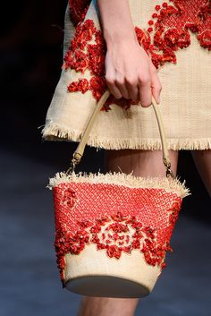 Dolce & Gabbana Spring 2013 Ready-to-Wear Fashion Show Fashion Bags, Fashion Shoes, Fashion Accessories, Fashion Fashion, Runway Fashion, Fashion Models, My Bags, Purses And Bags, Youre A Peach