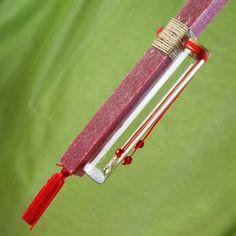Πασχαλινή λαμπάδα κόκκινη με κόσμημα σε φιαλίδιο, ύψους 30cm. #πασχαλινες #λαμπαδες #ManolasDeco